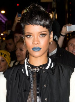 Rihanna-wearing-Blue-Lipstick-Navy-Blue-258x350
