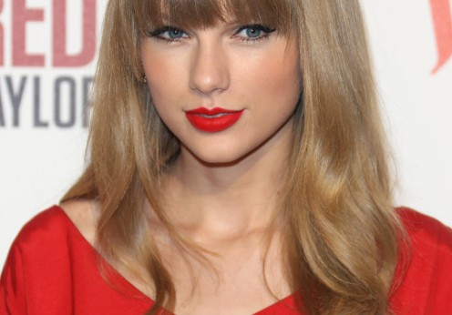 Taylor-Swift-Red-Dress-and-Red-Lipstick-496x346